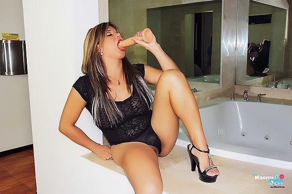 Naomi Chi sucking cock