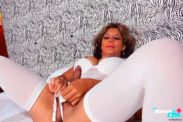 Shemale Naomi chi in stockings